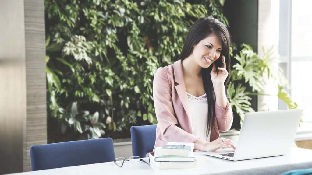 HOW A TELEPHONE SERVICE MAKES BETTER CUSTOMER SERVICE